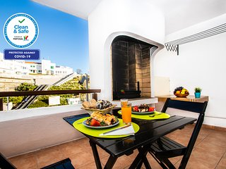 OUTSTANDING STUDIO APARTMENT ON THE BEACH, FREE WI-FI AND NEAR ALL AMENITIES