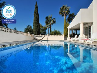 THIS VILLA IS A STUNNING LARGE PROPERTY W/ WI-FI, A/C & PRIVATE HEATABLE POOL