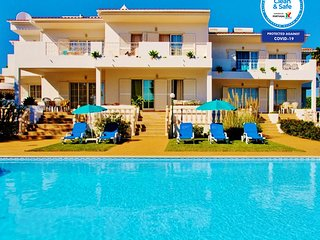 LOVELY APARTMENT BV 2 W/ SEA VIEW, FREE HEATED SWIMMING POOL, A/C & FREE WI-FI