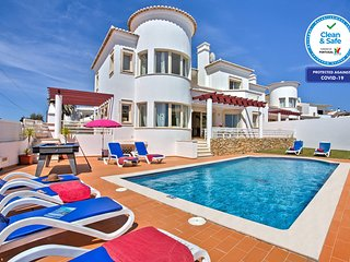 AMAZING VILLA W/ HEATABLE POOL,  CLOSE TO THE BEACH, WIFI & AC