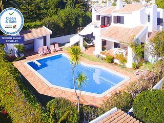 OUTSTANDING VILLA W/ BBQ, POOL, GAMES ROOM AND 300M FROM THE BEACH