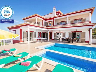 SUPERB VILLA, AIR CON, FREE WI-FI & PRIVATE HEATABLE POOL