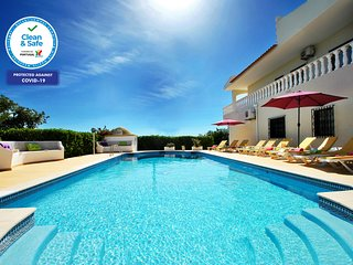 VILLA W/ POOL, AIR CON, FREE WI-FI & 5MIN DRIVE AWAY TO GOLF AND SANDY BEACHES!!