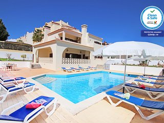 SPECTACULAR VILLA WITH FREE WI-FI, GAMES ROOM, AIR CON & PRIVATE HEATABLE POOL