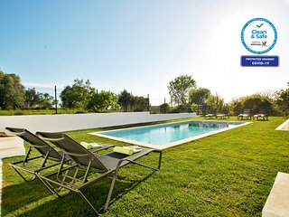 AMAZING VILLA , SWIMMING POOL,AC, WI-FI,5 MIN FROM THE BEACH