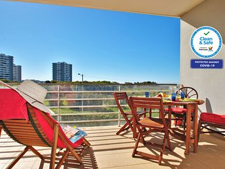 AMAZING 2 BED APARTMENT, HUGE POOL, AIR CON, WI-FI & JUST 500M FROM THE BEACH