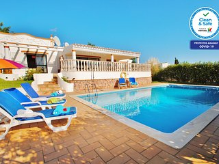 CHARMING VILLA WITH HEATED PRIVATE SWIMMING POOL, AIR COND, BBQ AND Wi-Fi