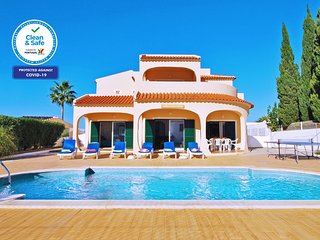FABULOUS TRADITIONAL VILLA, W/ WIFI, AIR CON, BBQ & PRIVATE HEATABLE POOL