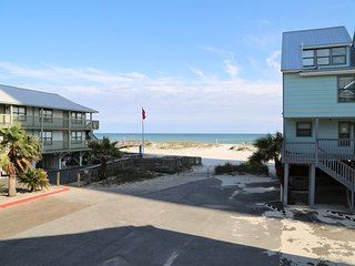 Ocean Reef 601 ~ Prime Location ~ Walk to town ~ Gulf View ~ FREE Wifi ~ Pool ~