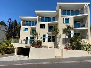 Harbour Heights- Town house with harbour views