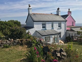 Coastwatch cottage, The Lizard - sea views, coast path, amazing local beaches