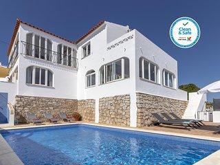 Villa James, Heart of Village, Ocean Views, Pool