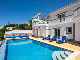 N023 Golfe Santo Antonio - Beautifully furnished 3 bedroom Villa with pool, sea