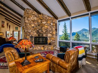 Cedar Upper Vacation Home at Windcliff