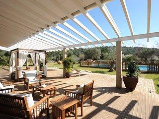 Espectacular Villa con picina privada , BBQ, gran jardín. Limpieza profesional