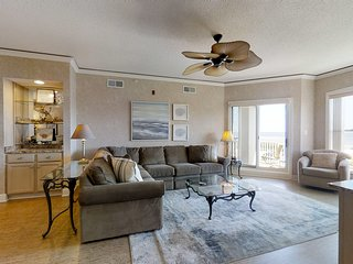 Airy abode w/ beach access and balcony view - central location!