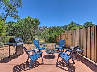NEW! Charming Sedona Townhome Just Steps to Uptown