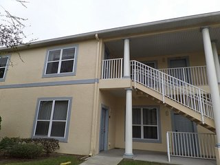 Great value 1650sqft 4br/3ba condo,2 miles to Disney,Next to mall(restaurants)