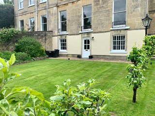Beautiful Garden Flat Grade II listed Bath