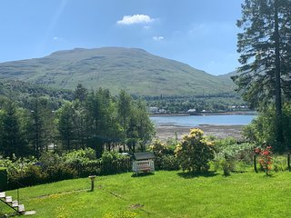 Ben Bheula - Stunning Lochside Lodge at the Foot of The Cobbler