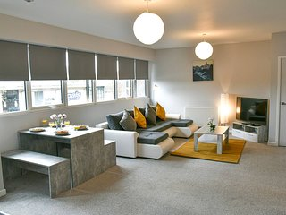 Ipswich Apartment Sleeps 6 with WiFi - 5837378