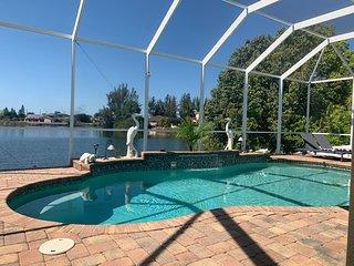 Villa Pleasure right on Honeymoon Lake