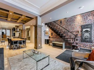 Luxury Greystone Townhouse Montreal-Griffintown for 6 peoples Free Parking