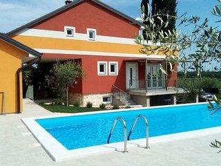 Appartamento Lavander in villa con piscina Wi-Fi, barbecue parcheggio lavatrice