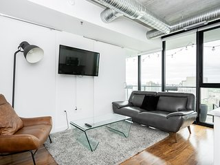 2 bdr | 13th Floor Views | Downtown