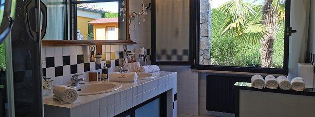 Bagno P.T. VILLA completo - vasca doccia idromassaggio, bidet water e doppio lavandino
