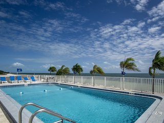 Million Dollar View - 2bed/2bath condo with open water views & pool