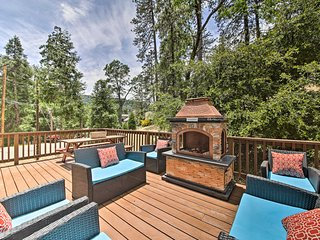 Remodeled Crestline Home - Walk to Lake Gregory!