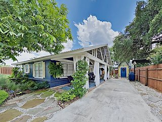 Charming Cottage w/ Chic Decor & Furnishings -- Walk to Dining & State Park