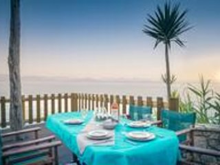 Ionian Grand Sea View Apt 3 (4 bedroom), holiday rental in Dafnata