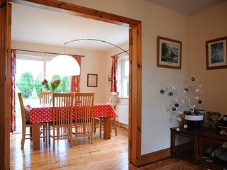 Ards Lodge Delightful House 4 BR  4.5 BTH BBQ with Large Garden