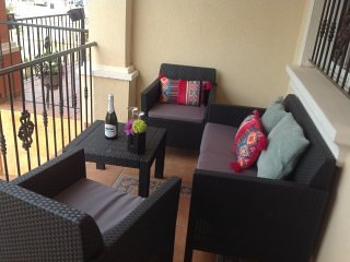 Stunning 3 Bed 2 Bath Townhouse close to bars & restaurants, holiday rental in Los Dolses
