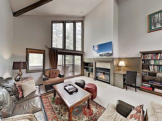 Spacious & Lavish Alpine Getaway with Private Hot Tub: Near Skiing, Dining