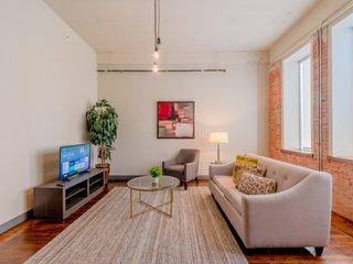 Regal Stays|2 Bedroom|2 Queen Beds & 1 Sofa Bed|Valet Parking|Walk Score 95/100|