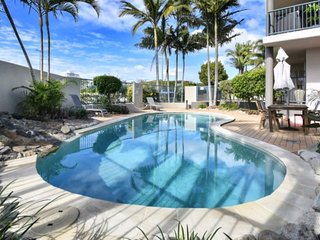 Cotton Tree,Maroochydore, 3 bedroom 2 bathroom holiday apartment with AIr Con