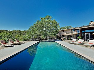 Mallard: Luxe All-Suite Estate w/ Vineyard-View Pool, Hot Tub & Firepit