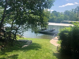 Excellent fishing off your dock, boat slip, fireplace, walker Bagnell Dam, and g