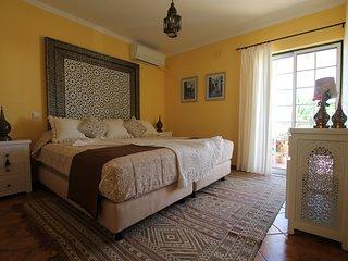 Riad Serpa 4 quartos em suite, AC, WIFI, piscina aquecida com cobertura térmica