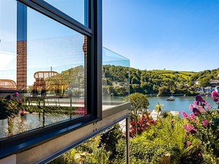 Two Guns – Contemporary, stylish townhouse with stunning sea views
