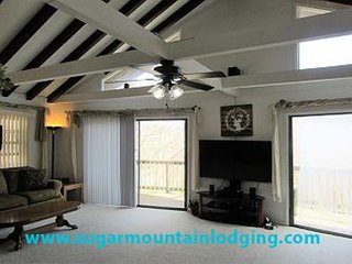 Large 6 Bedroom Family Home near Ski Resort.. Rented by Sugar Mtn Lodging