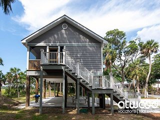 Pelicans' Perch-Newly Constructed Cottage; Minutes to Shops/Restaurants/Beach