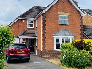 Fully Refurbished, Spacious, 4 x Dbl Bedroom Detached House, Solihull, nr NEC,