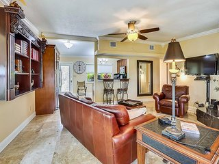 Coconut Paradise - Gorgeous Water Front Home/Steps to beach/Dock/BBQ!