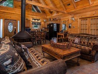 Moose Lodge w/HotTub