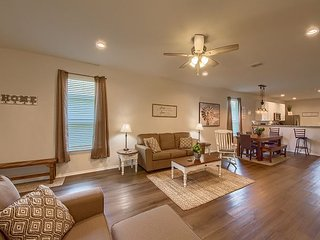 Brand New Home! 4 miles to Downtown New Braunfels, Schlitterbahn, & Comal!