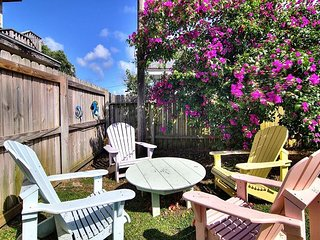 Romantic storybook cottage nestled in the heart of old town Port A!